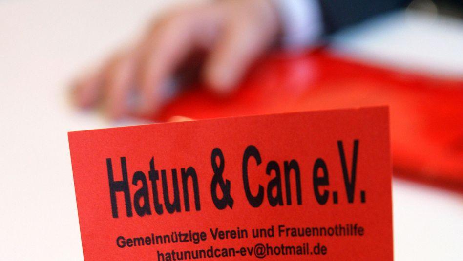 """Flyer des Vereins """"Hatun & Can"""": Betrug unter dem Deckmantel der Gemeinnützigkeit?"""