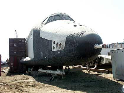 """""""Buran 002"""": Unter dem Rumpf liegende Schleppstange und Staurohr in der Nase weisen auf Verwendung für Testflüge hin"""