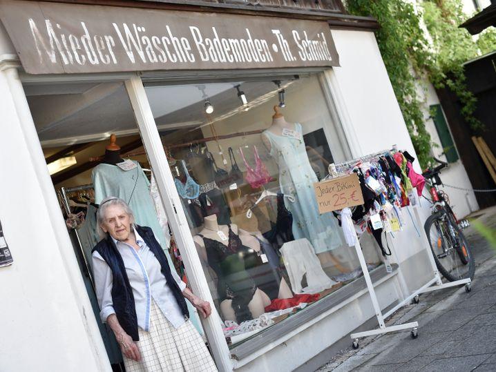 Mieder, Wäsche, Bademoden werden hier bald nicht mehr verkauft werden