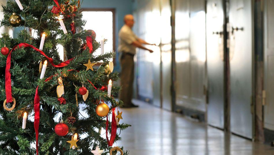 Weihnachtsbaum in Gefängnis (Archiv)