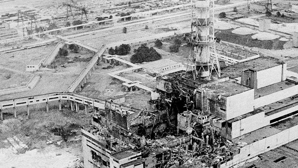 Luftaufnahme des zerstörten Meilers von Tschernobyl (April 1986)