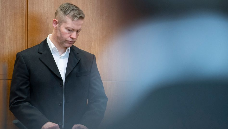 Angeklagter Stephan Ernst: Aschfahl und mit gesenktem Haupt folgt der 46-Jährige den Schilderungen des Nebenklägers Ahmad I.