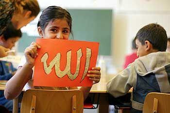 """Islamunterricht (in Hannover"""": """"Allah"""" steht auf dem Pappschild"""
