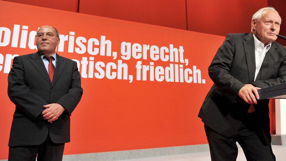 Linken-Politiker Oskar Lafontaine (mit Gregor Gysi, links): Mehr als 20 Jahre in der Bundespolitik aktiv