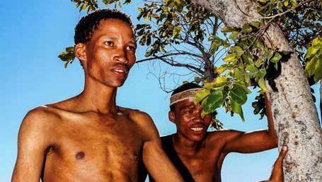Angehörige der San: Die Gruppe lebt in Namibia als Jäger und Sammler