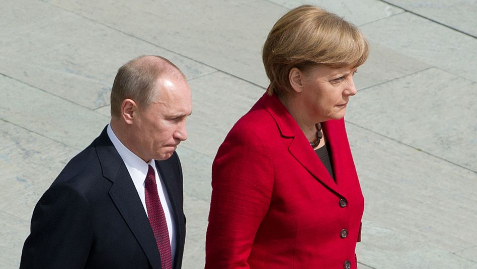 An archive photo of Putin and Merkel: German-Russian relations are more tense than ever.