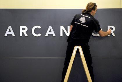 """Arbeiter am Arcandor-Logo: """"Das Überleben sichern"""""""