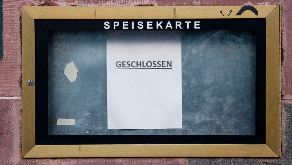 Restaurant in Frankfurt am Main: Knapp jeder dritte Kreis in Deutschland hat laut RKI-Statistik bereits die Grenze von 50 Neuinfektionen pro 100.000 Einwohner gerissen