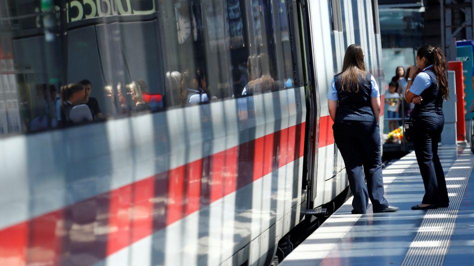 Zug der Deutschen Bahn in Frankfurt