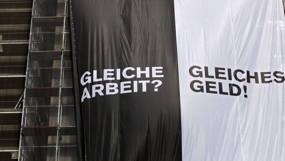 Rund 800.000 Betroffene: Protest gegen prekäre Bedingungen für Leiharbeiter in Frankfurt