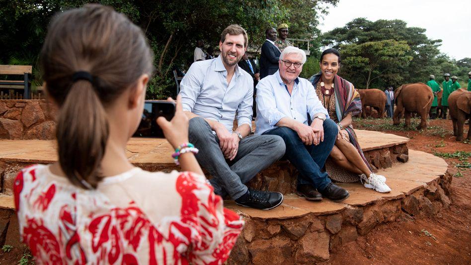 Cheese: Die Tochter von Dirk Nowitzki fotografierte ihre Eltern und den Bundespräsidenten in Nairobi