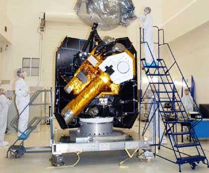 """""""Deep Impact"""": Das zweiteilige Raumfahrzeug wird im Kennedy Space Center auf die sechs Monate lange Reise vorbereitet"""