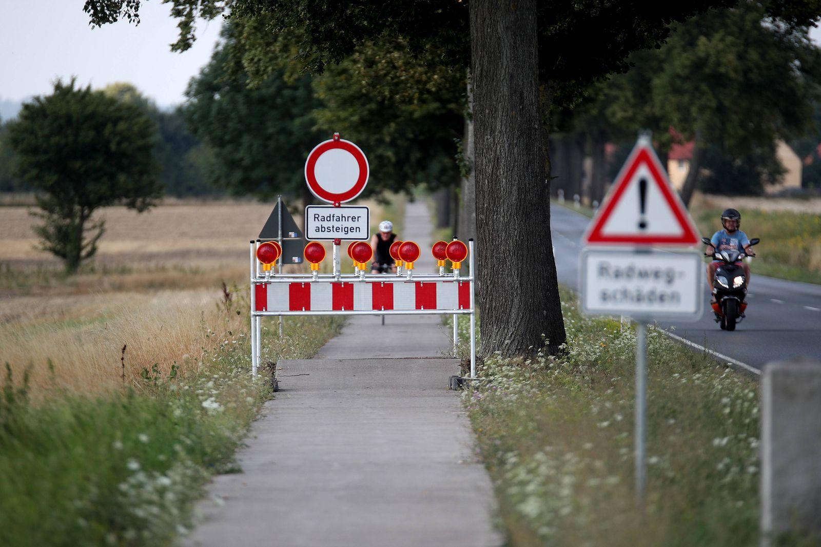 27 07 2018 Sch‰den Radweg Bundesstrafle 3 Niedersachsen zwischen Northeim und Gˆttingen Hitzesch‰den