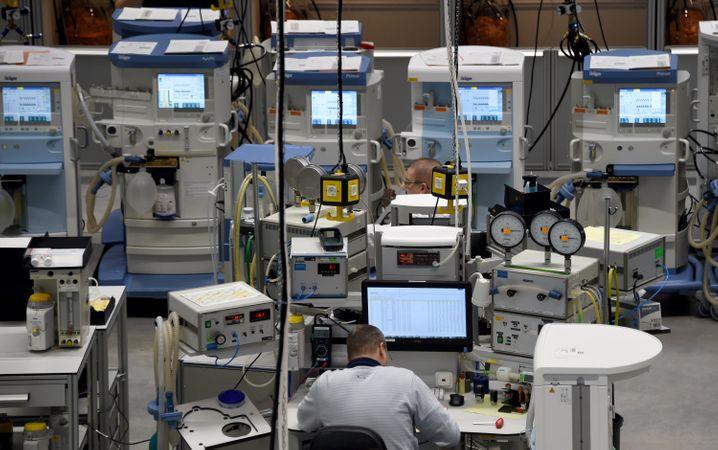 Blick in die Produktionshalle bei Dräger in Lübeck: Größte Auftrag der Unternehmensgeschichte