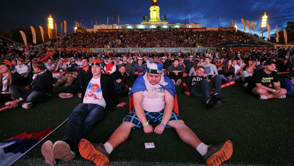 Russische Fans in Moskau: EM-Aus nach Pleite gegen Griechenland