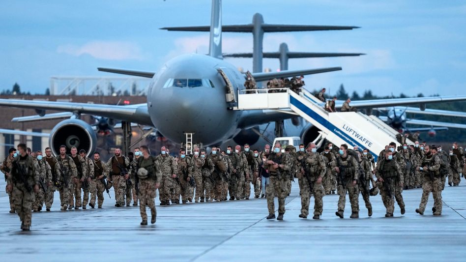 Bundeswehrsoldaten bei ihrer Heimkehr aus Afghanistan nach Ende der Evakuierungsmission