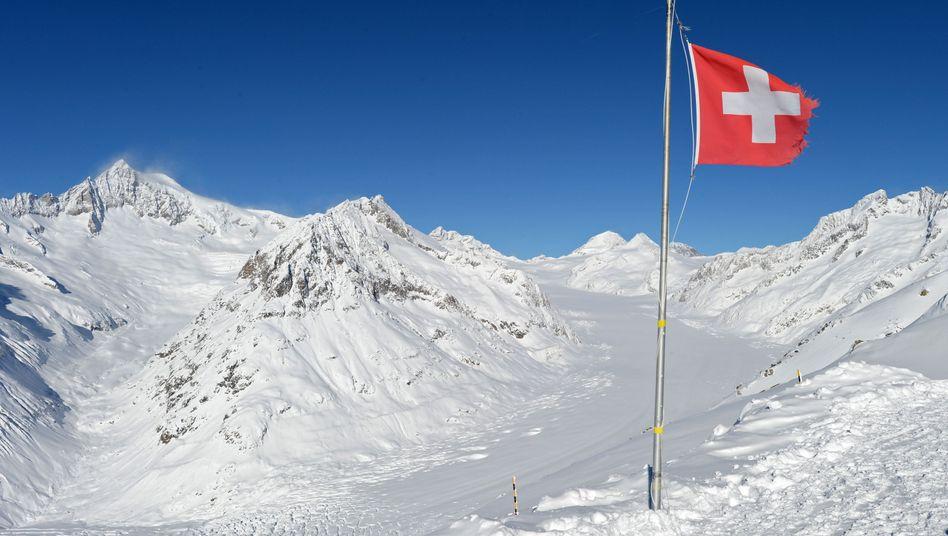 """Alpenpanorama in der Schweiz: 90 Prozent würden """"eher nicht"""" aufhören zu arbeiten"""