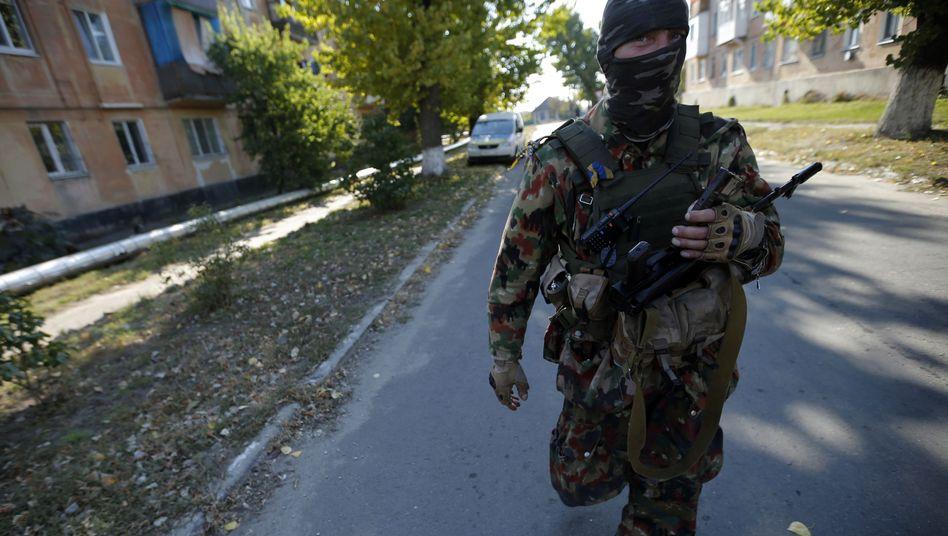 Soldat in der Ostukraine: 300 Tote - trotz vereinbarter Waffenruhe