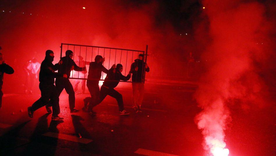 Straßenschlachtin Polen: Polizisten nehmen in Warschau 280 Hooligans fest