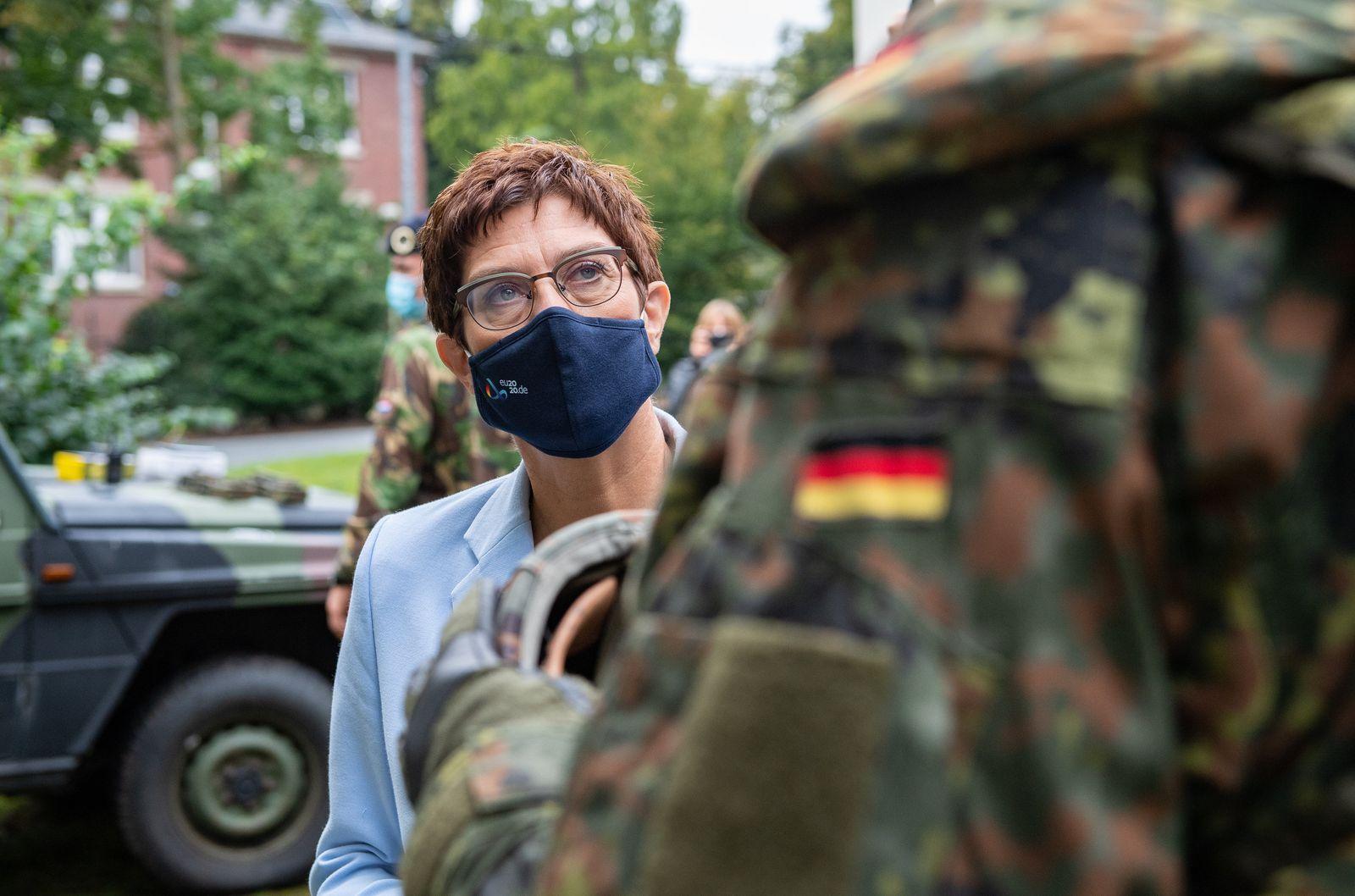 Verteidigungsministerin besucht Deutsch-Niederländisches Korps