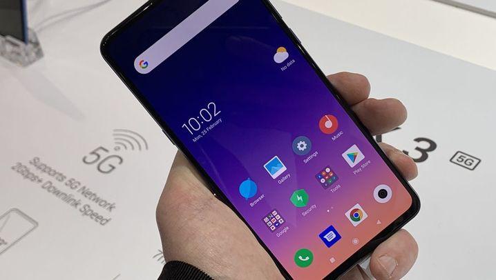 Gadgets auf dem MWC 2019: Mähroboter für Bergwiesen und Handys zum Geldverdienen