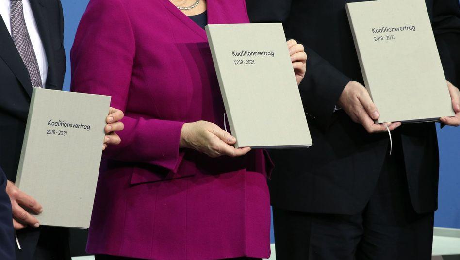 Olaf Scholz (v.l.), Angela Merkel und Horst Seehofer im März 2018: Die Große Koalition ist laut einer Studie besser als ihr Ruf