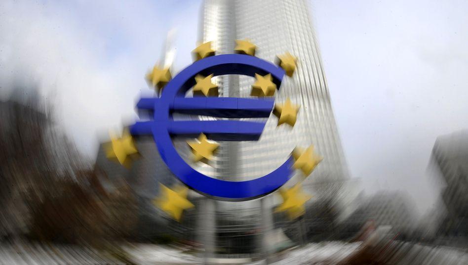 Euro-Symbol in Frankfurt: Währung im Taumel
