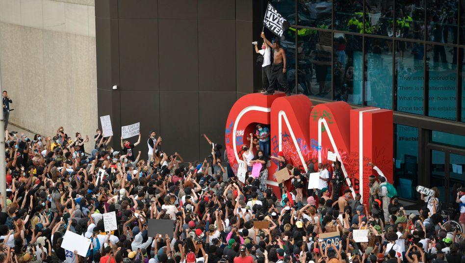 Demonstranten vor CNN-Zentrale in Atlanta