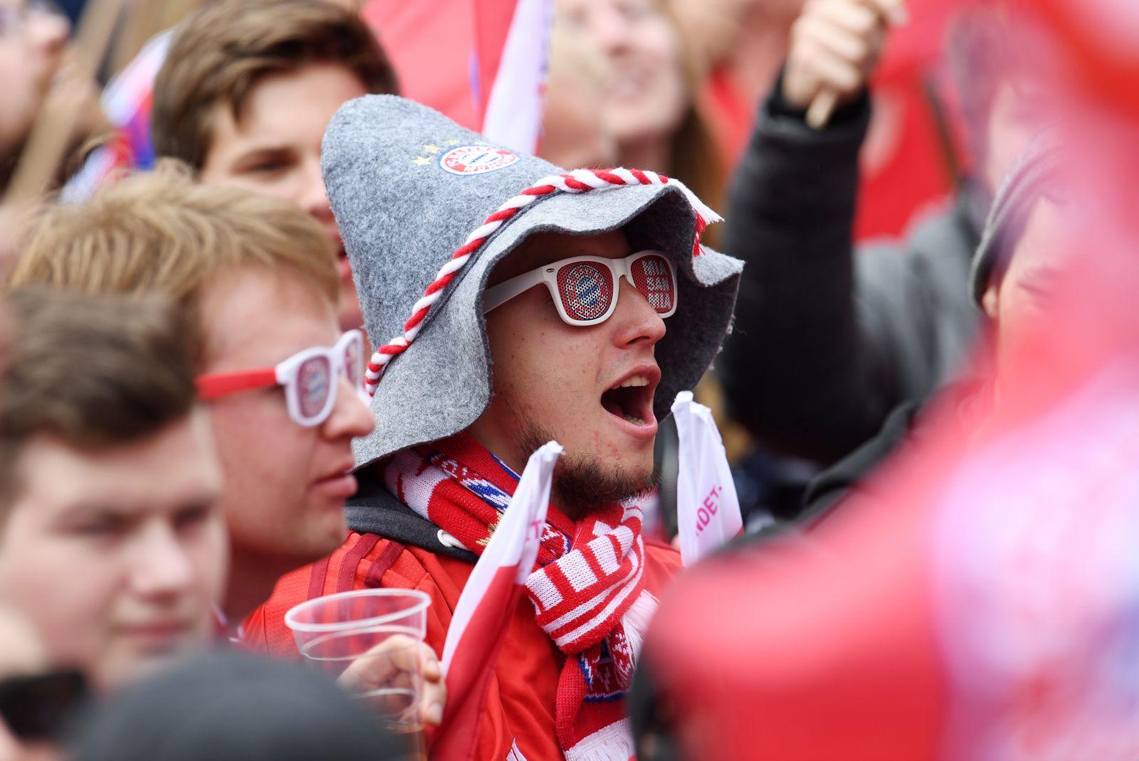 Fußball: Balkonbesuch des FC Bayern München