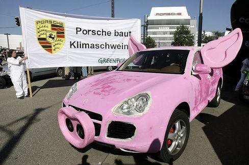 Greenpeace-Protest gegen Porsches Geländewagen Cayenne: Dank Gewichts-Staffelung trotz 358 Gramm CO2-Ausstoß pro Kilometer kein Auslaufmodell?