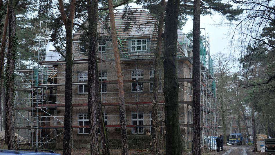 Ausgebrannter Dachstuhl: Bushidos Villa in Brandenburg (Archivbild)