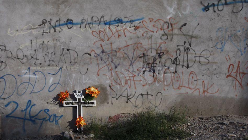 Ein Kreuz mit dem Namen eines Opfers am Wegesrand: In Mexiko hat sich die Mordrate zwischen 2005 und 2010 mehr als verdoppelt