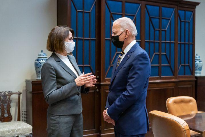 Oppositionsführerin Tichanowskaja mit US-Präsident Joe Biden im Weißen Haus
