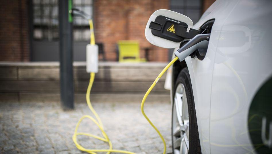 CO2-frei sind E-Autos nur lokal. Wie umweltfreundlich sie wirklich sind, soll eine Studienanalyse des Fraunhofer-ISI untersuchen.