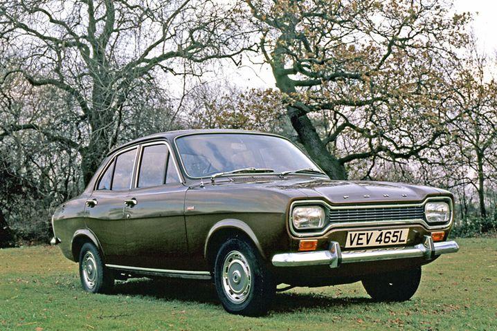 """Ford Escort: Auf dem Bild ein Modell aus dem Jahr 1972, und zwar ein 1300 GT. Gut zu erkennen ist der charakteristische """"Hundeknochen"""""""