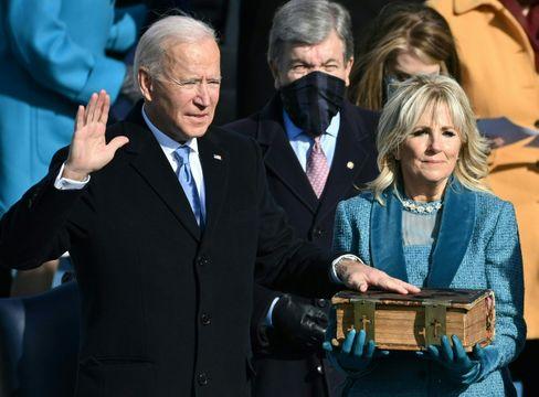 Joe Biden beim Ablegen des Amtseids