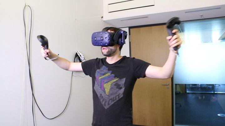 "Böhm als Keeper in ""Final Soccer VR"""