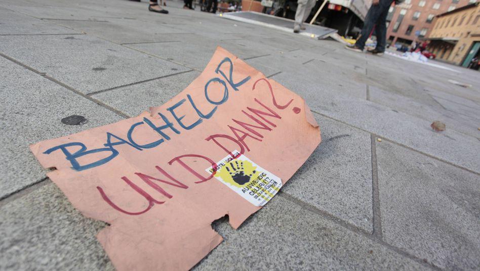 Plakat beim Bildungsstreik in Erfurt 2009: Was ist der Bachelor wert?