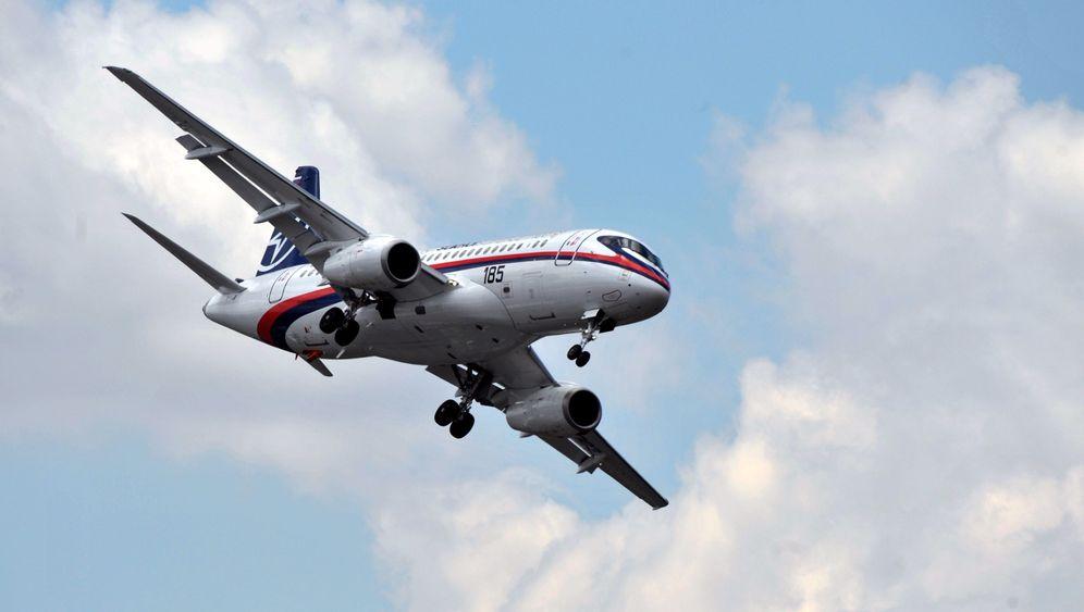 Fotostrecke: Superjet 100 fliegt nach Europa