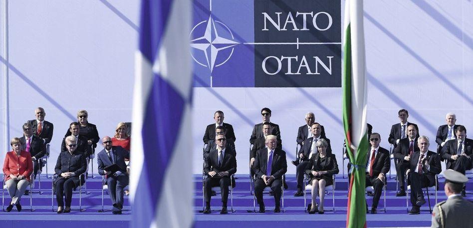 Eröffnung des Nato-Hauptquartiers in Brüssel Von der Werte- zur Wortegemeinschaft