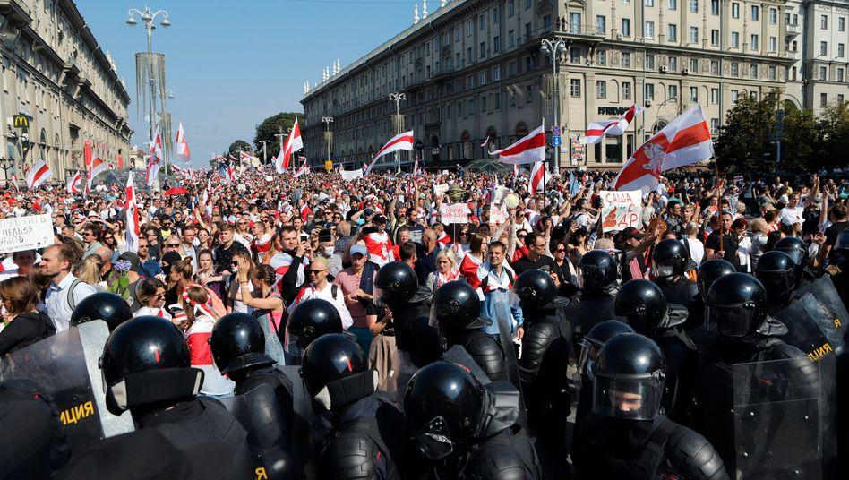 Die Polizei rückte in Hundertschaften an, um die Proteste in Minsk einzudämmen