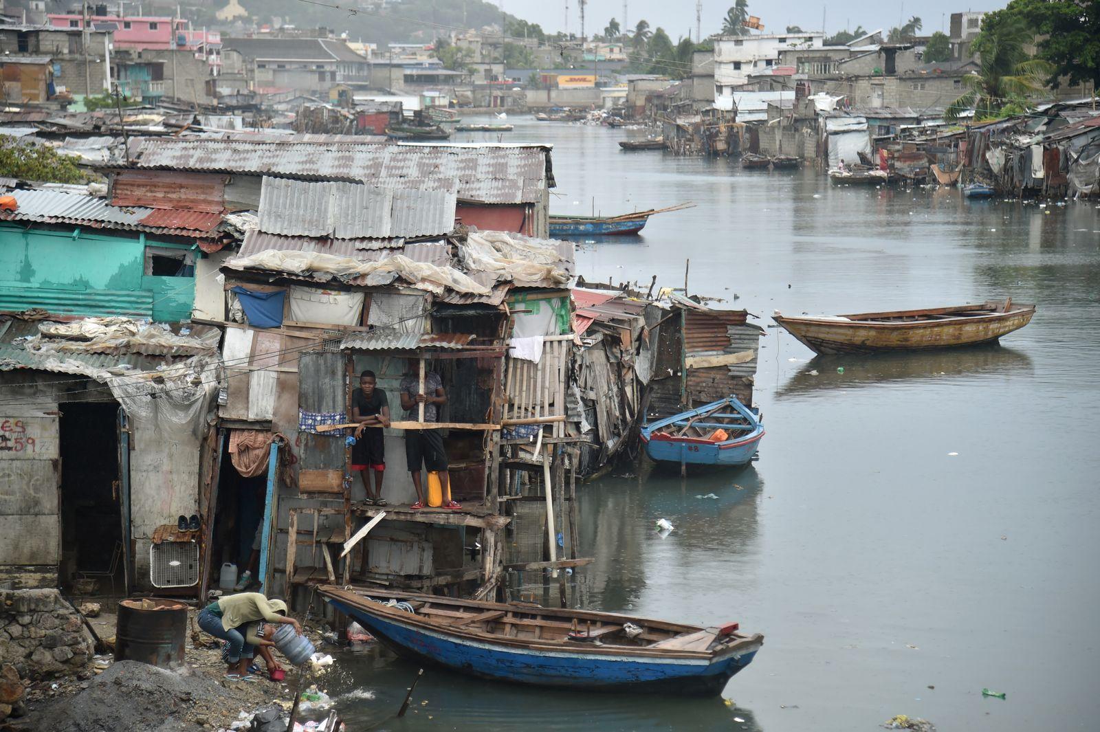 Haiti/ EINMALIGE VERWENDUNG Pierre Dahomey/ Die Zurueckgekehrten/ Buch