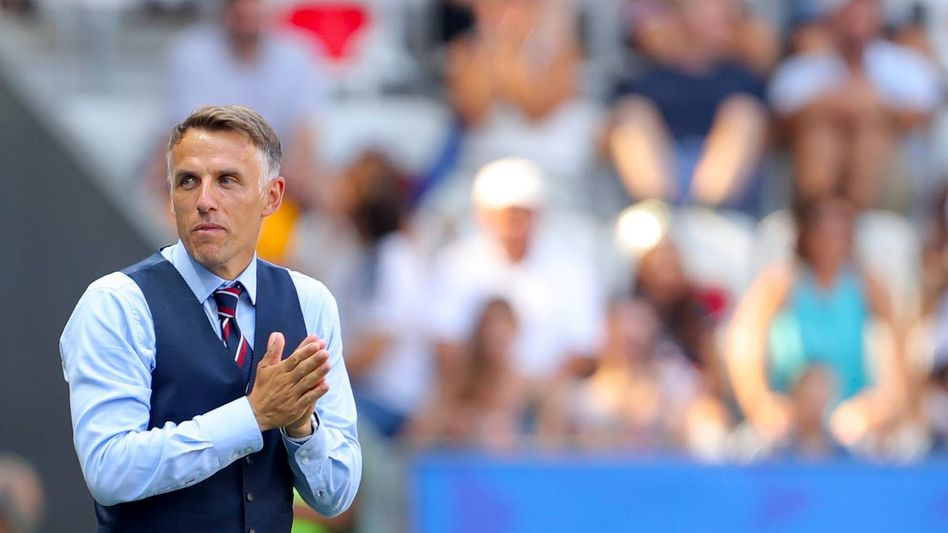 """""""Ihr könnt den Sternen danken"""", sagte Phil Neville über sich selbst als Englands Nationaltrainer. Das Kapitel ist ab 2021 Geschichte"""