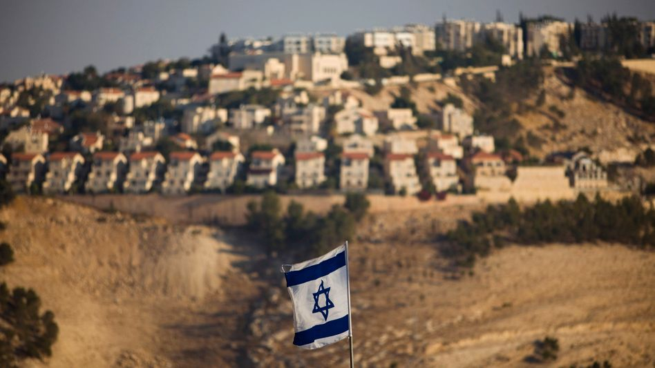 """Israelische Flagge im Westjordanland: """"Wasserversorgung ist ein Grundbedürfnis"""""""