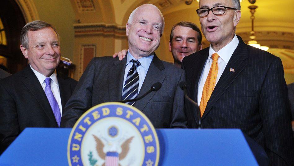 """Senatoren Durbin, McCain, Bennet, Schumer: """"Freundschaft, Vertrauen"""""""