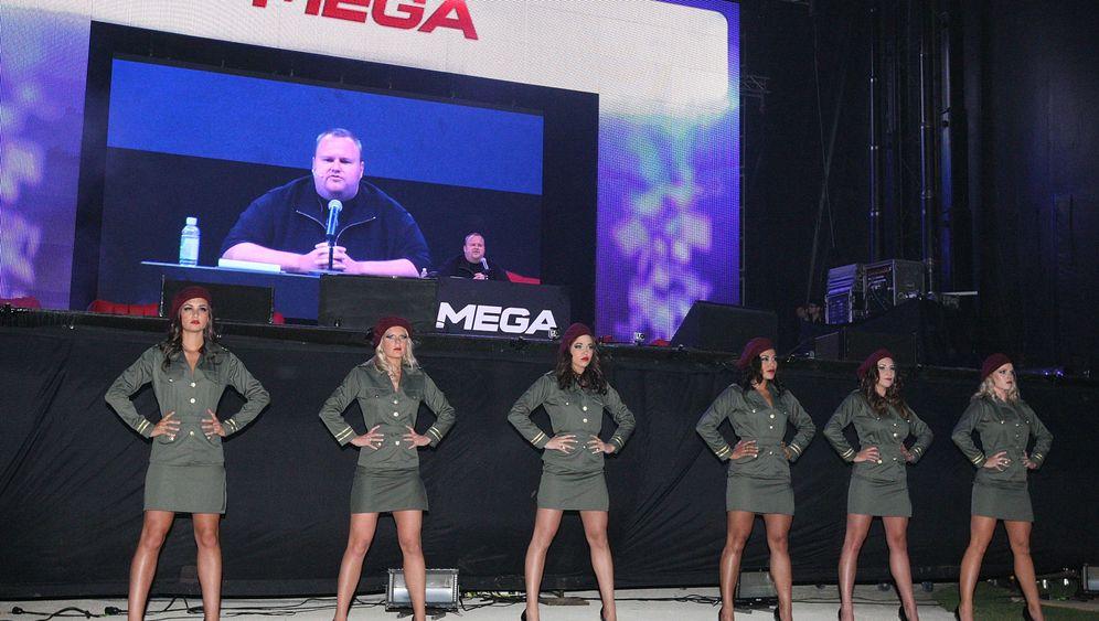 Mega-Pressekonferenz: Kim Dotcom und die Party-Razzia