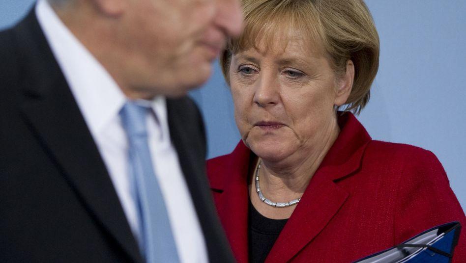 Kanzlerin Merkel (mit IWF-Chef Strauss-Kahn): Teure Griechenland-Hilfe