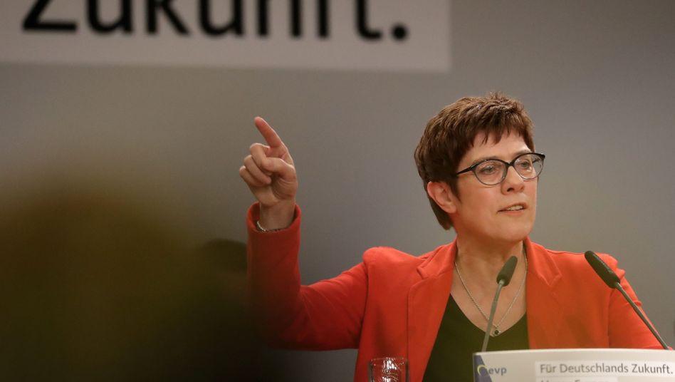 Annegret Kramp-Karrenbauer auf einer Wahlkampfveranstaltung in Arnsberg Mitte April