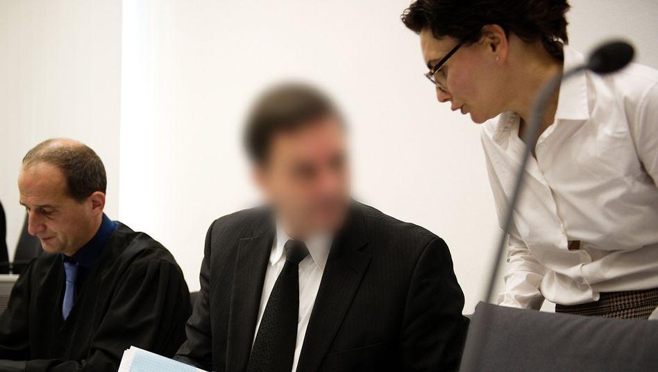 Angeklagter mit Anwälten