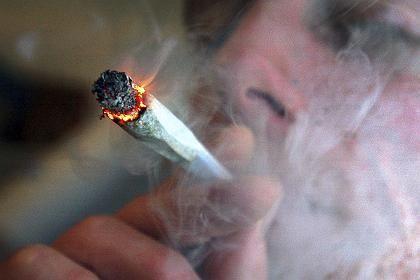 Mann mit Joint: Millionen Europäer konsumieren Cannabis